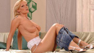 Granting us a strip tease! Ddfbusty.com – onlinexxx.cc