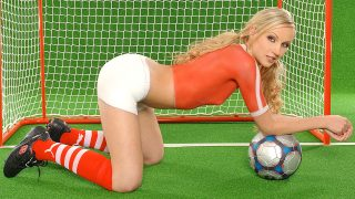 Hrisanta is posing her naked.. 1by-day.com – onlinexxx.cc